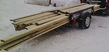 перевозка древесины на автомобильном прицепе