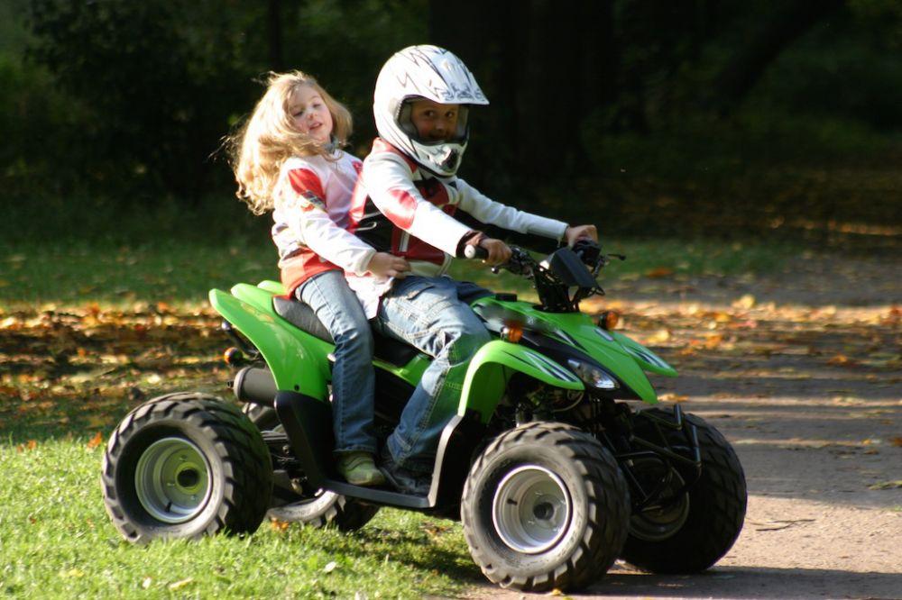 дети на квадроцикле.jpg